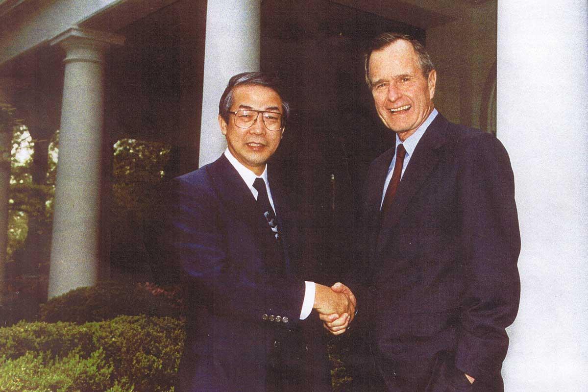 ワシントン・ホワイトハウス、ローズガーデンにてブッシュ大統領と